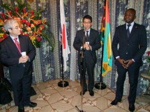 Lors du toast. A gauche, M. KATO, Vice-président de la JICA